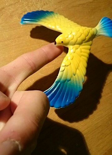 Игрушка птица балансирующая на клюве