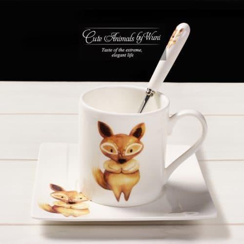 Фарфоровая чашка с блюдцем и ложкой с изображением милых животных