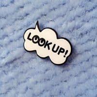 Черно-белые модные акриловые значки-броши на одежду и рюкзак