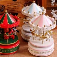 Деревянная музыкальная шкатулка-игрушка Карусель с лошадками