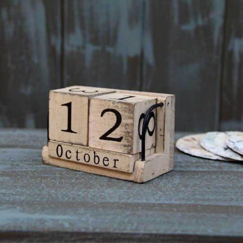 Настольный вечный календарь трансформер с деревянными кубиками