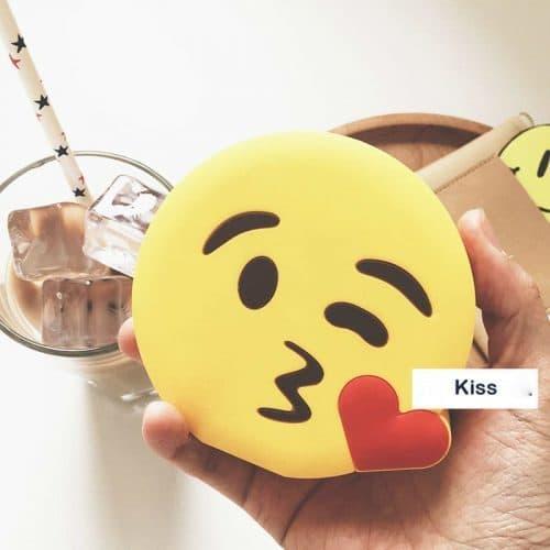 Портативное зарядное устройство – внешний аккумулятор Power Bank 2600 mah для мобильных устройств в виде смайлов Emoji