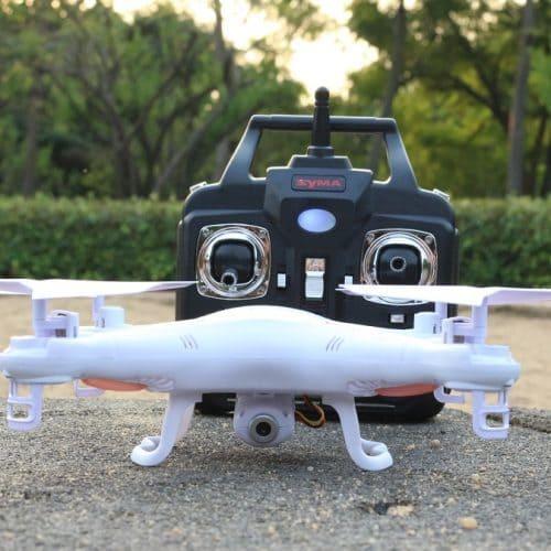 Радиоуправляемый квадрокоптер SYMA X5C с камерой на пульте управления