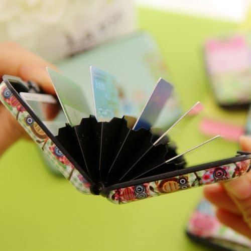 Защитный пластиковый футляр для хранения кредитных и дисконтных карт