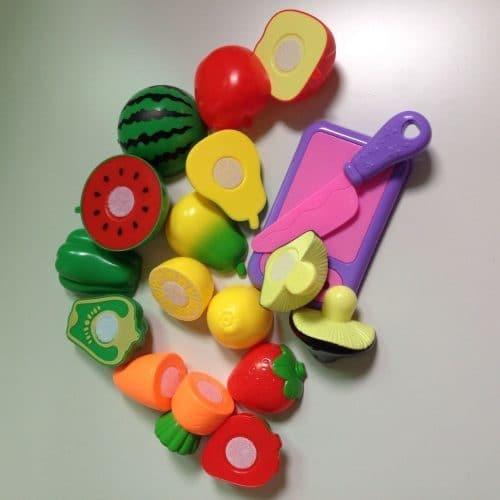 Набор пластмассовых разрезанных овощей и фруктов на липучках для детей