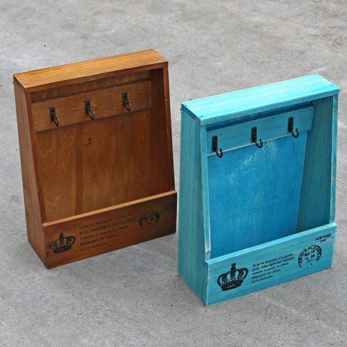 Ключница настенная деревянная с полкой в прихожую для 3 ключей