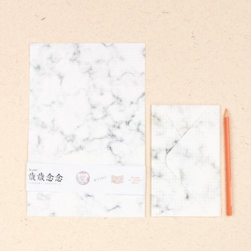 Набор из бумаги и конвертов под мрамор