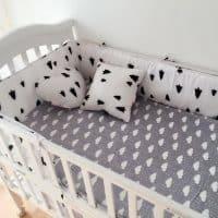Бампер бортик в детскую кроватку для новорожденных