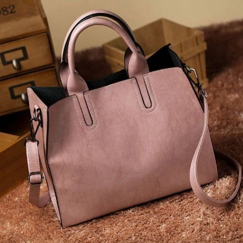Большая вместительная удобная женская сумка прямоугольной формы из искусственной кожи с двумя короткими ручками и ремнем