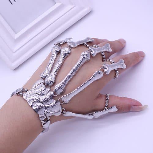 Браслет на кисть руки в виде руки скелета