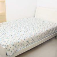 Детский непромокаемый водонепроницаемый коврик матрас покрывало на кровать, диван 120х70 см
