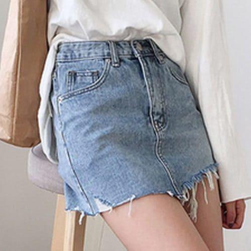 Джинсовая синяя мини юбка-карандаш с завышенной талией и рваными краями
