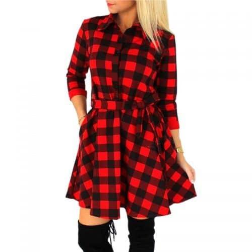 Короткое мини платье-рубашка в клетку, на пуговицах, с поясом и рукавом три четверти красное, черное и белое