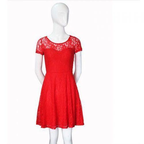 Кружевное короткое трапециевидное черное, синее и красное платье выше колена с коротким рукавом