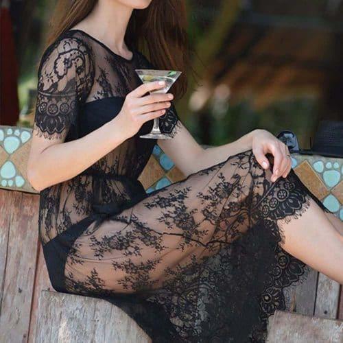 Кружевное короткое трапециевидное мини платье-накидка из полиэстера с коротким рукавом черное и белое для пляжа