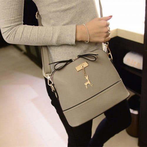 Маленькая модная женская сумка на ремне через плечо с подвеской-оленем (длина 25 см)