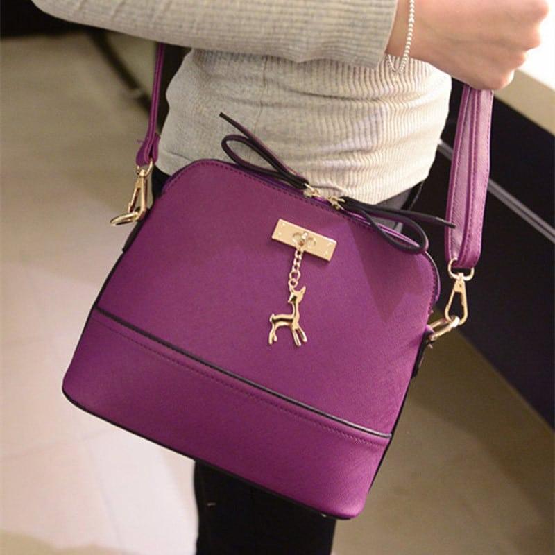 2c9bb8c64877 ... Маленькая модная женская сумка на ремне через плечо с подвеской-оленем  (длина 25 см