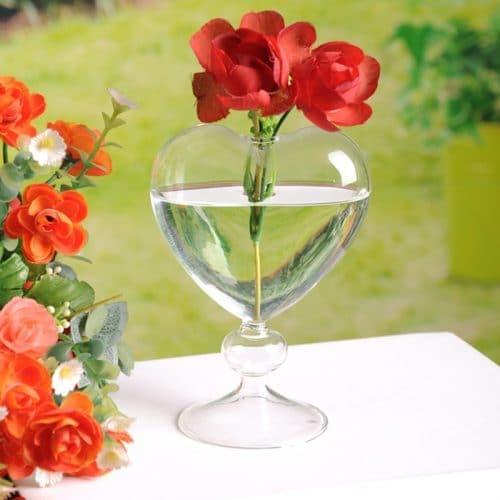 Стеклянная ваза для цветов в форме сердца