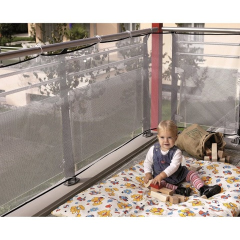 Защитная сетка-ограждение на балкон для детской безопасности