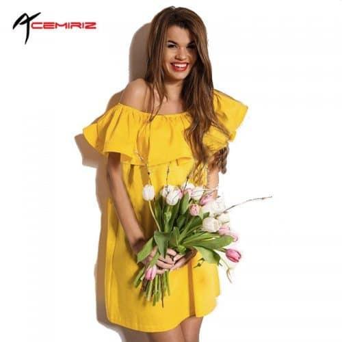 Летнее короткое платье свободного кроя с открытыми плечами, на резинке и воланами