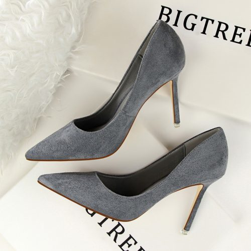 Женские классические замшевые туфли-лодочки на каблуке 9 см