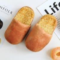 Домашние тапки в виде хлеба