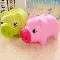 Пластиковая копилка для денег в виде свиньи/поросенка