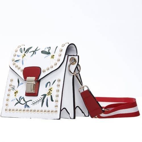 Женская сумка через плечо с вышивкой и металлическими заклепками