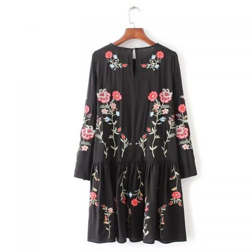 Черное платье выше колена с цветочной вышивкой и длинным рукавом (реплика Зара/Zara)