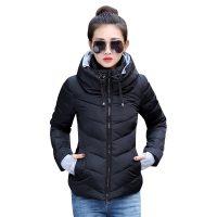 Женская демисезонная осенняя стеганая утепленная куртка на молнии с капюшоном и высоким воротником