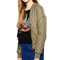Женская демисезонная стеганая куртка-бомбер на молнии