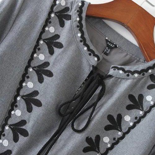 Серое длинное платье до колен с вышивкой и рукавами фонариками (реплика Зара/Zara)