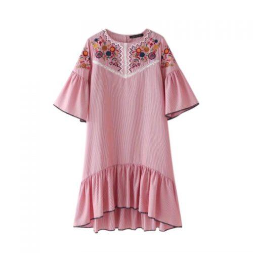 Удлиненное сзади голубое и розовое платье с цветочной вышивкой и рукавами клеш (реплика Зара/Zara)