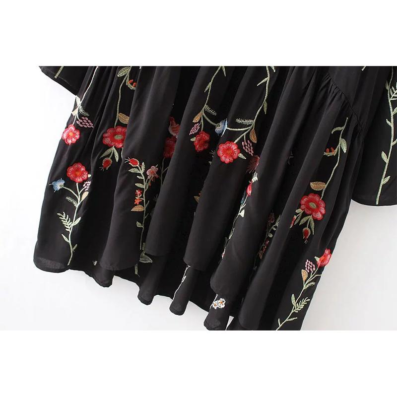 Черное платье и джинсовая куртка 98