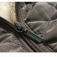 Женская демисезонная осенняя стеганая утепленная куртка на молнии с капюшоном и меховой подкладкой