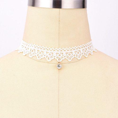 Ажурный кружевной белый чокер украшение на шею с подвеской камнем-кристаллом