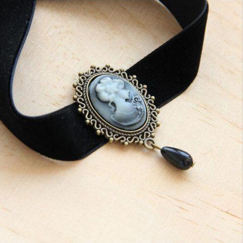 Бархатный черный чокер украшение на шею с овальным кулоном камея под старину