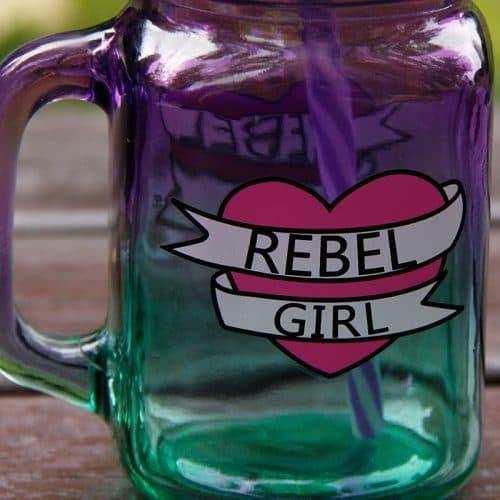 Стеклянная кружка банка 500 мл с ручкой, крышкой и трубочкой с надписью Rebel Girl
