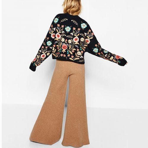 Женский теплый черный свитер с цветочной вышивкой (реплика Зара/Zara)