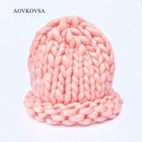 Женская вязаная зимняя акриловая шапка крупной вязки