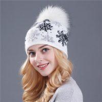 Женская вязаная зимняя шерстяная шапка с меховым помпоном, снежинками и стразами