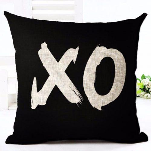Декоративные льняные наволочки на подушки 45х45 см с черными рисунками