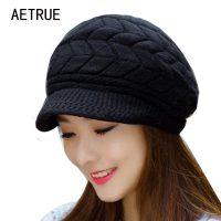 Женская вязаная зимняя шерстяная утепленная шапка кепка с козырьком и подкладкой