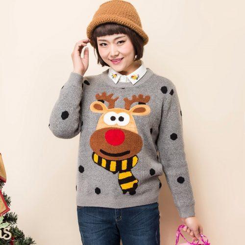 Женский новогодний серый свитер пуловер в черный горошек и с мультяшным оленем