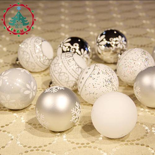 Новогодние белые и серебристые елочные шары из пенопласта с орнаментом-рисунком 24 шт. диаметром 6 см