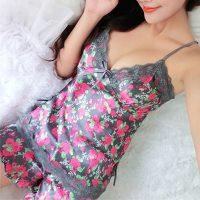 Ночная атласная шелковая пижама-сорочка (шорты и майка) с кружевом и цветочным принтом
