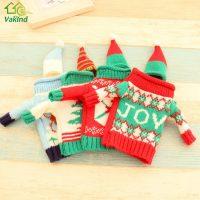 Новогодний декоративный свитер и шапочка на бутылку