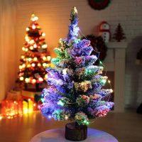 Новогодняя пушистая елка с искусственным снегом и гирляндой