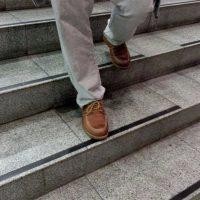 Противоскользящая самоклеющаяся лента на ступеньки