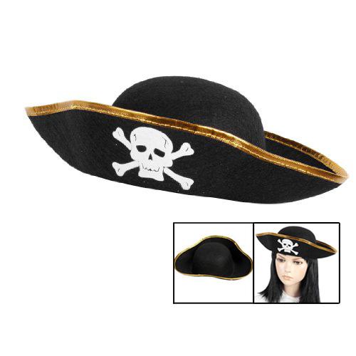 Черная шляпа пирата с черепом